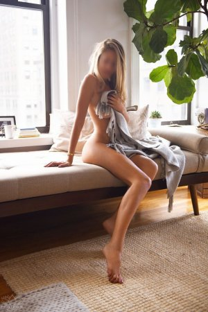 Dabiha private escorts St. John, IN